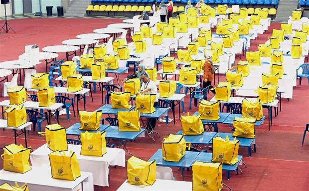 Over 14 million Malays vote today in general election | The Thaiger