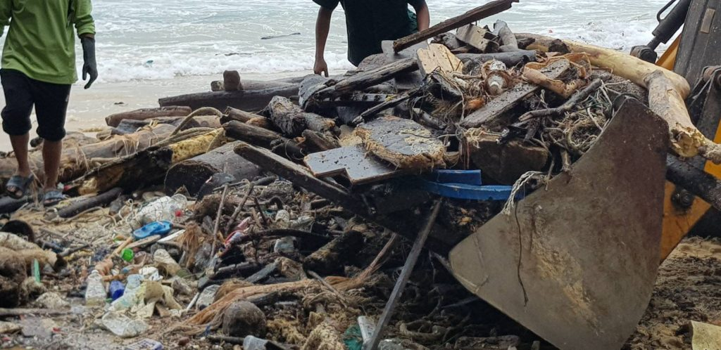 Municipalities clear Phuket's beaches of monsoon trash | News by Thaiger