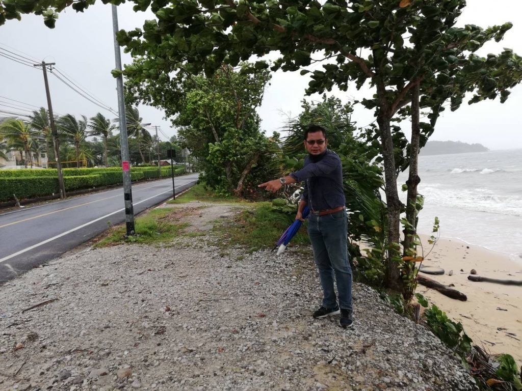 Krabi's coastline damaged by strong winds and heavy waves   News by The Thaiger