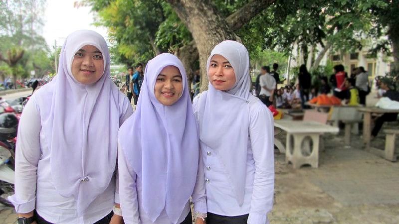 Muslim students' dress code 'could be divisive' | The Thaiger