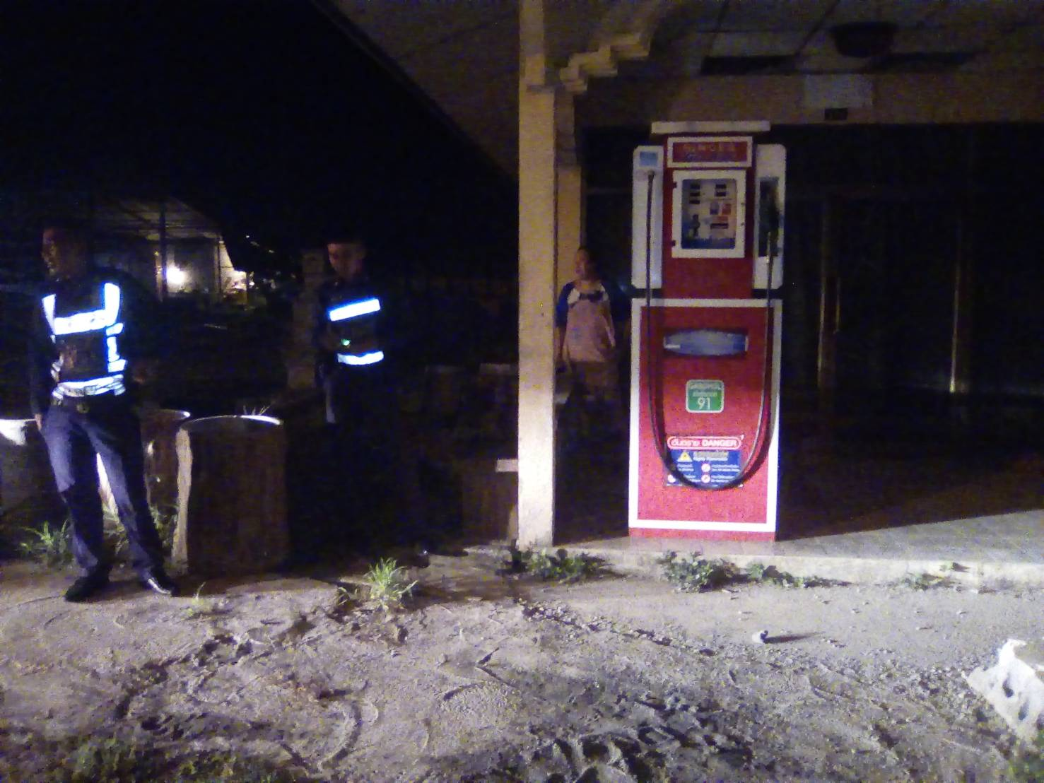 Police hunting for a thief who stole money from a petrol dispenser | The Thaiger