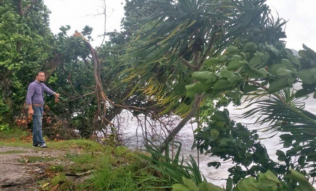 Krabi's coastline damaged by strong winds and heavy waves | The Thaiger