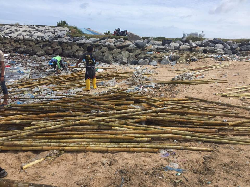 Gulf rubbish washing up on Sattahip beach, Chonburi | News by Thaiger