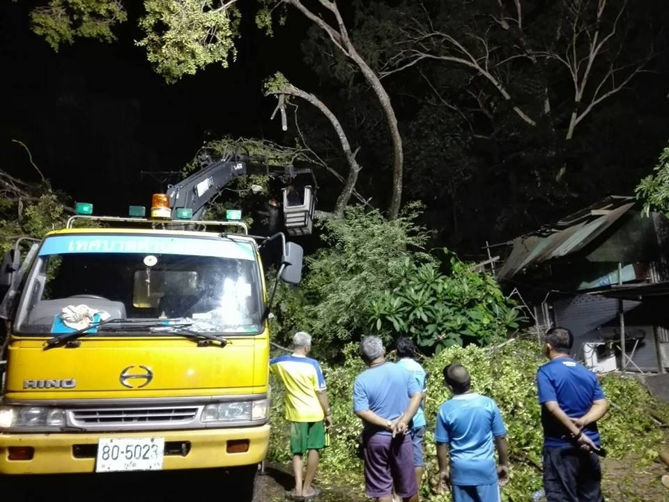 90 houses damaged, power cables down on main roads - Phuket storm | News by The Thaiger