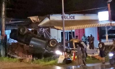 Chiang Mai: Tomato truck overshoots corner in Hod district | The Thaiger