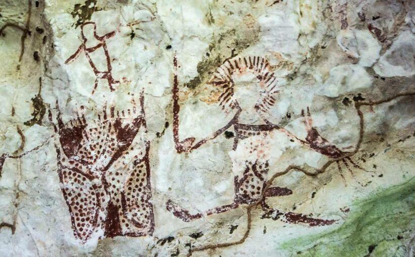 ฮือฮา พบแหล่งภาพเขียนสีโบราณ อายุ 3-5 พันปี รวมกว่า 60 ภาพ | The Thaiger
