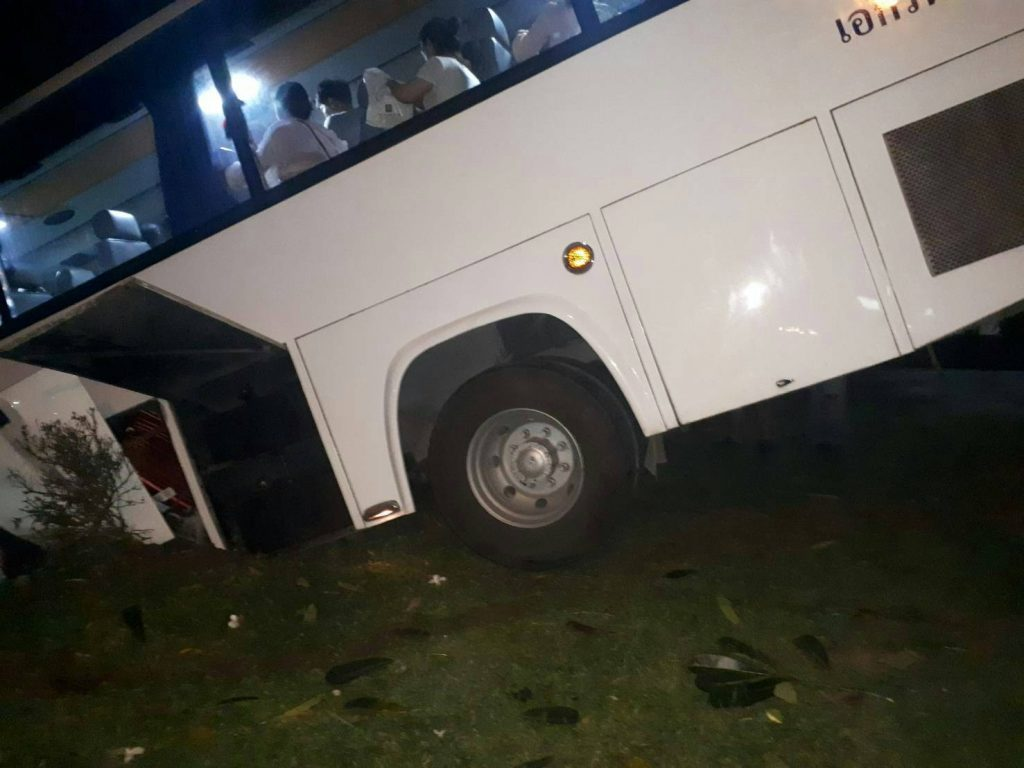 Chinese tour bus crash on Kata hill | News by The Thaiger