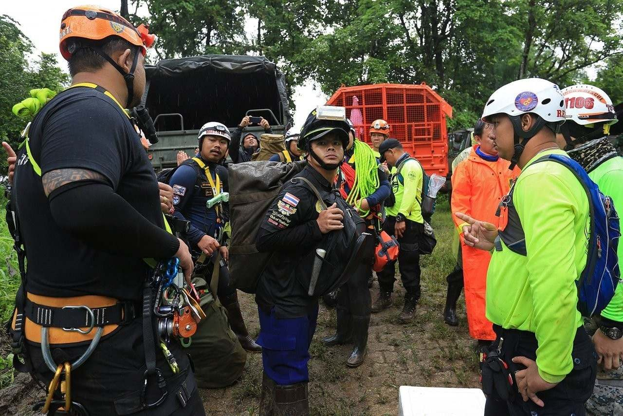 Chiang Rai: HM The King calls for crowd control in the cave search | The Thaiger