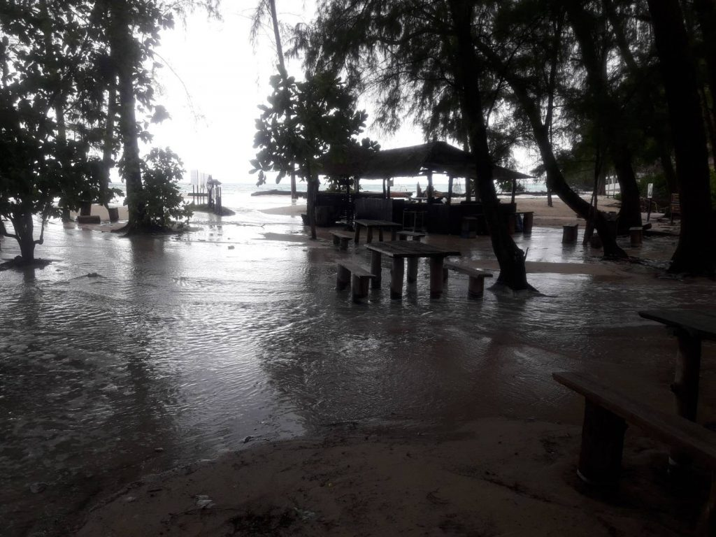Bamboo Island in Krabi floods with rising sea level | News by Thaiger