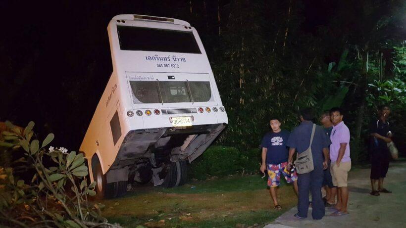 Chinese tour bus crash on Kata hill | The Thaiger