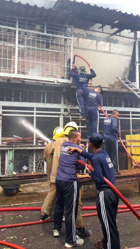 Navy officers assist putting out the Phuket furniture warehouse fire | News by The Thaiger