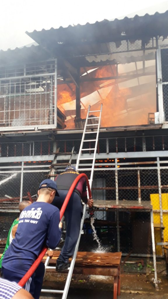 Navy officers assist putting out the Phuket furniture warehouse fire | News by Thaiger