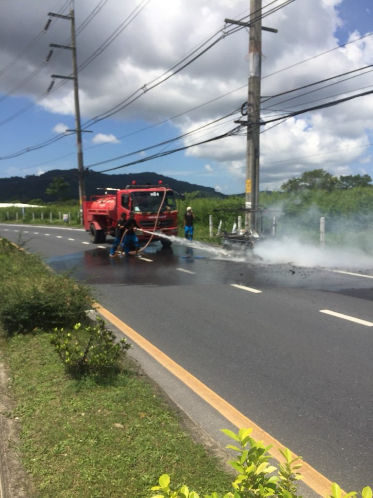 Saleng driver escapes side-car gas bottle fire | News by The Thaiger