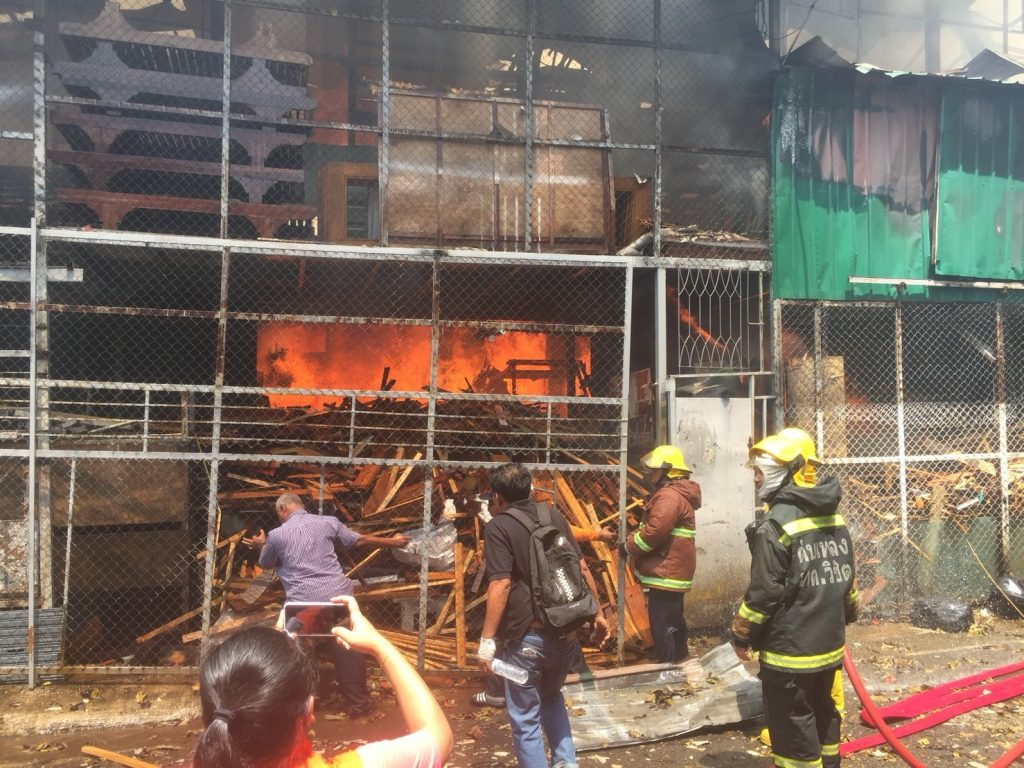 Fire guts furniture warehouse in Wichit | News by The Thaiger