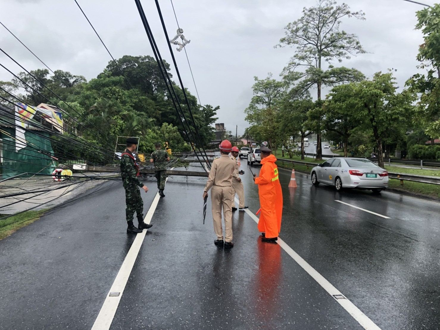 90 houses damaged, power cables down on main roads – Phuket storm | The Thaiger