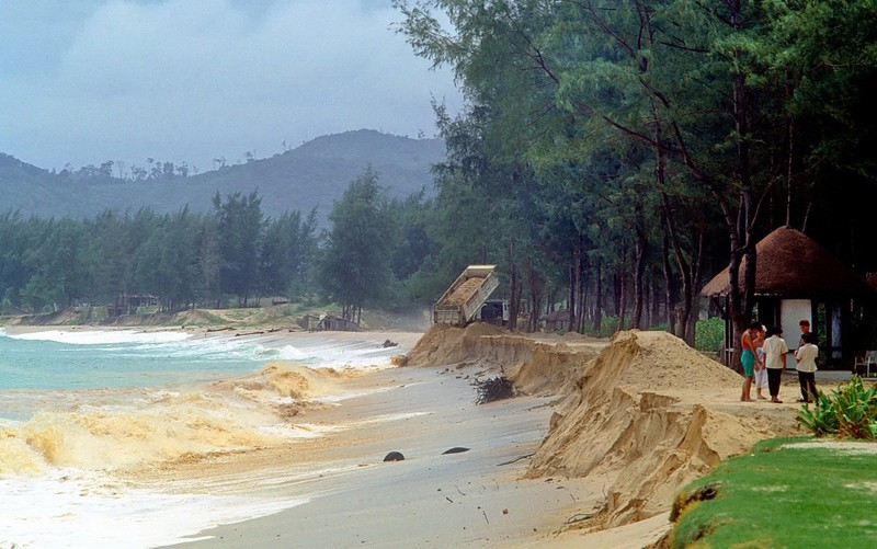Coastal erosion experts ringing alarm bells | News by Thaiger