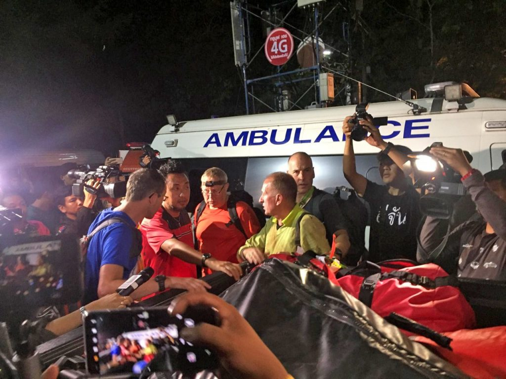 Chiang Rai: UK cave-diving experts get to work. US providing rescue equipment. | News by Thaiger