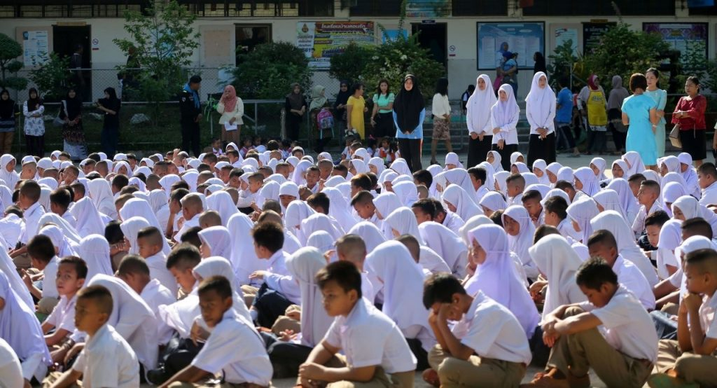 Muslim students' dress code 'could be divisive' | News by The Thaiger