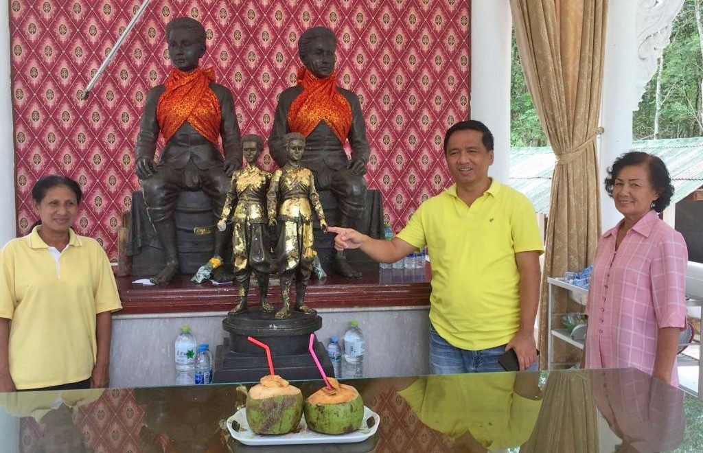 Phuket Police hunt for the thief of the heroine statue sword | News by The Thaiger