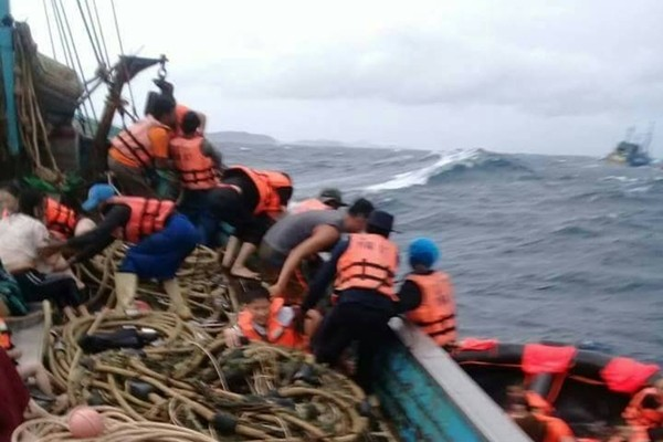 4-5 metres waves hit my boat, says Captain | News by Thaiger