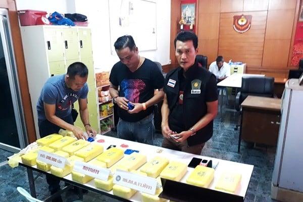 ตำรวจพังงาโชว์ผลงานจับเครือข่ายยาบ้ารายใหญ่ยึด 2 แสนเม็ด | News by The Thaiger