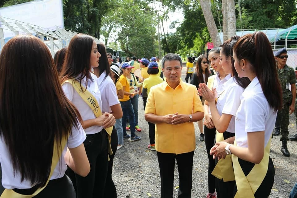 Miss Grand Thailand 2018 team heads to Phuket stray dog shelter for make-over | News by The Thaiger