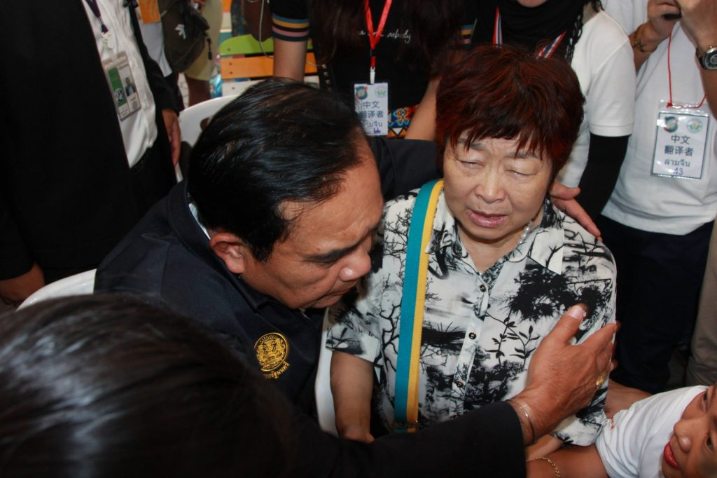 PM visits Chinese families and the injured at hospitals | News by The Thaiger