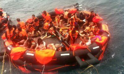 เรือล่ม 2 ลำ กลางทะเลอันดามัน นักท่องเที่ยวลอยคอในทะเล 138 ราย   The Thaiger