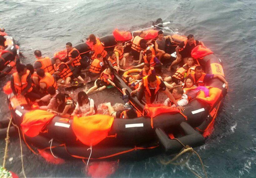 เรือล่ม 2 ลำ กลางทะเลอันดามัน นักท่องเที่ยวลอยคอในทะเล 138 ราย | The Thaiger