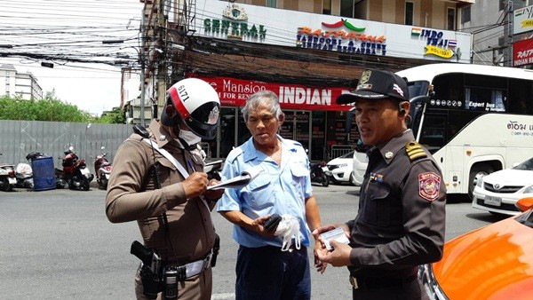 Pattaya taxi drivers fined 1,000 baht for not turning on their meter, again | News by The Thaiger