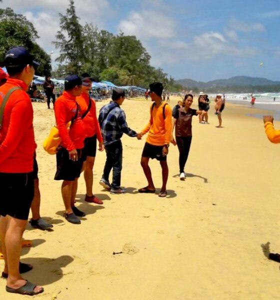 นักท่องเที่ยวชาวอินเดียฝ่าฝืนธงแดงลงเล่นชายหาดกะรนถูกคลื่นซัดจมหายไปในทะเล เจ้าหน้าที่ค้นหายังไม่พบ | The Thaiger