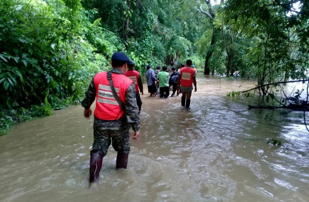 Floods continue to cause havoc in the north, west and central | News by The Thaiger