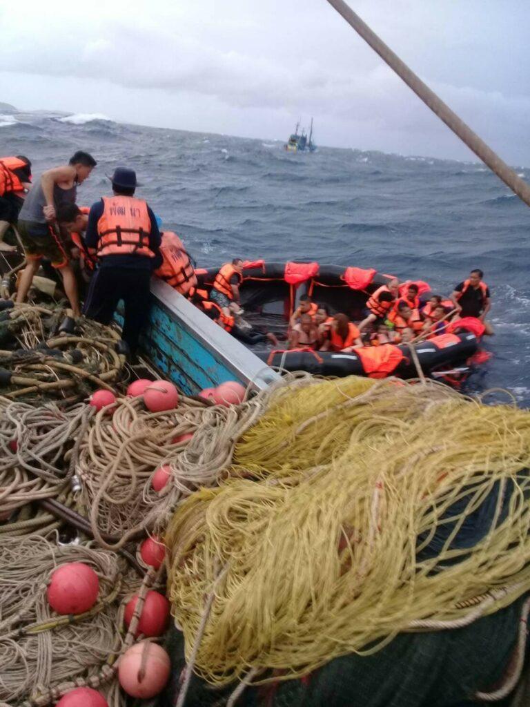 กัปตันเรือฟินิกซ์ เผยนาทีเรือล่ม เกิดจากคลื่นสูงกว่า 4 เมตร | News by The Thaiger