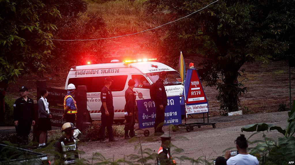 Chiang Rai: Rescuers prepare to bring out the final five | The Thaiger