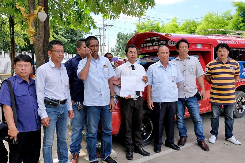 Chiang Mai: Songtaew drivers bully a Grab car driver   The Thaiger
