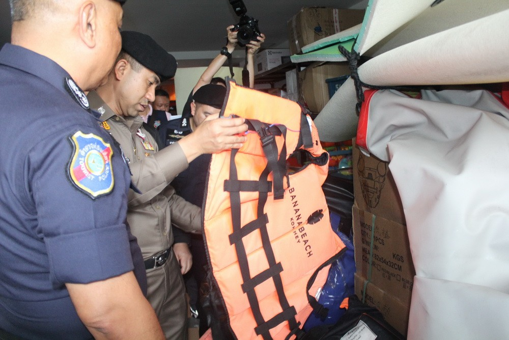 Boat and 'life jackets' not fit-for-purpose | News by The Thaiger