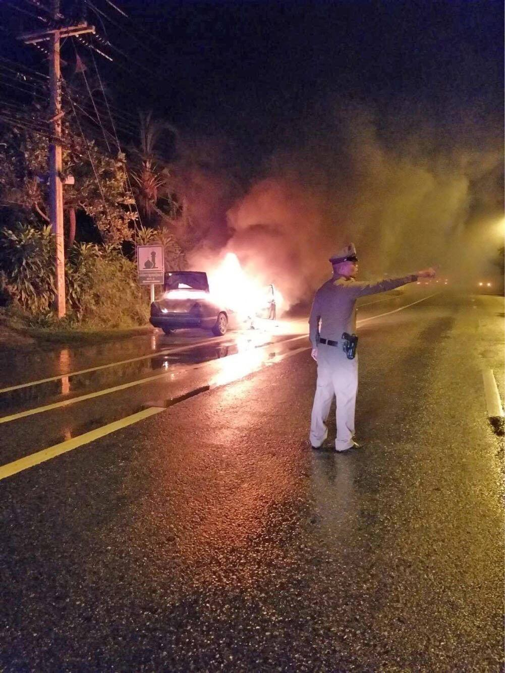 Mercedes Benz driver lucky to escape burning car | The Thaiger