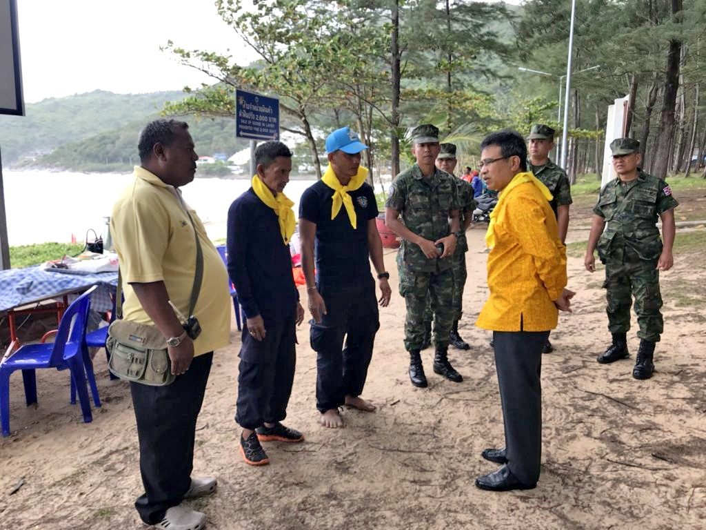 Crocodile catchers waiting for conditions to moderate at Nai Harn beach | News by The Thaiger