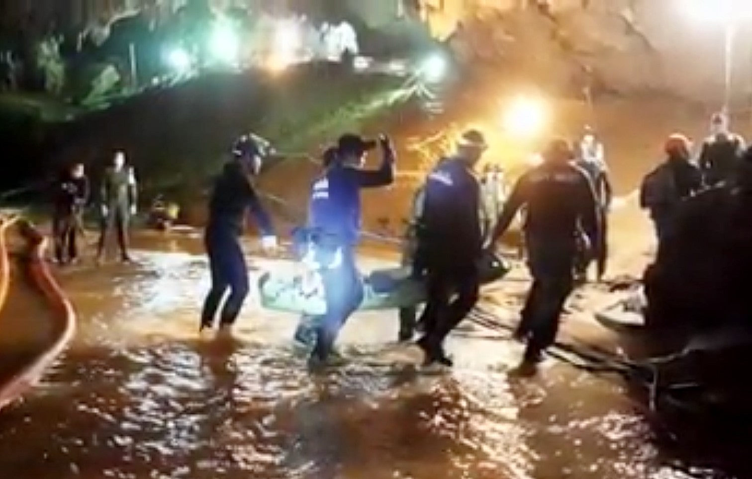 Thai Navy SEAL video reveals rescue method | The Thaiger
