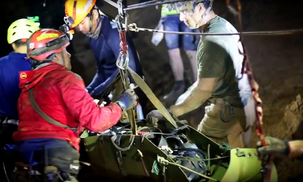 Thai Navy SEAL video reveals rescue method | News by The Thaiger