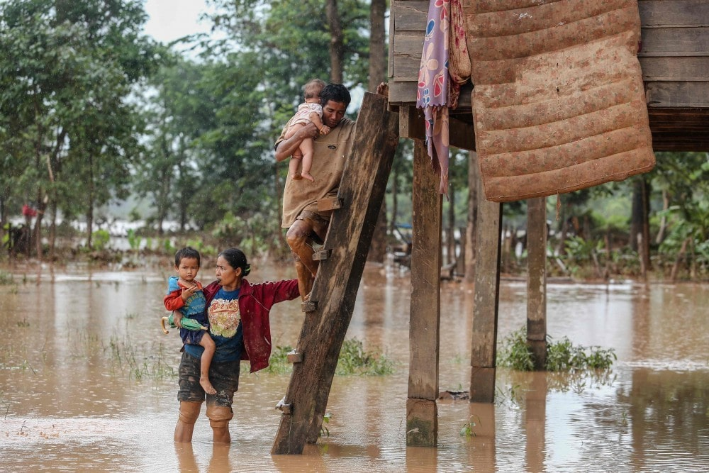 Aid and rescuers pour into southern Laos to help flood victims | News by Thaiger