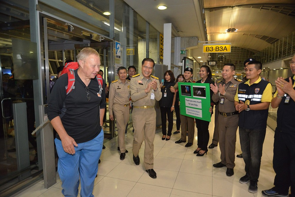 Warm farewell for British cave-diver | News by The Thaiger