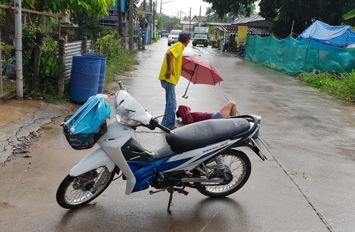 Sattahip: 15 year old motorbike driver crashes with her 3 year old brother | The Thaiger