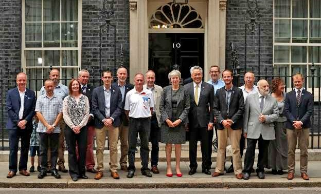 British PM meets divers who helped in the Tham Luang rescue | The Thaiger