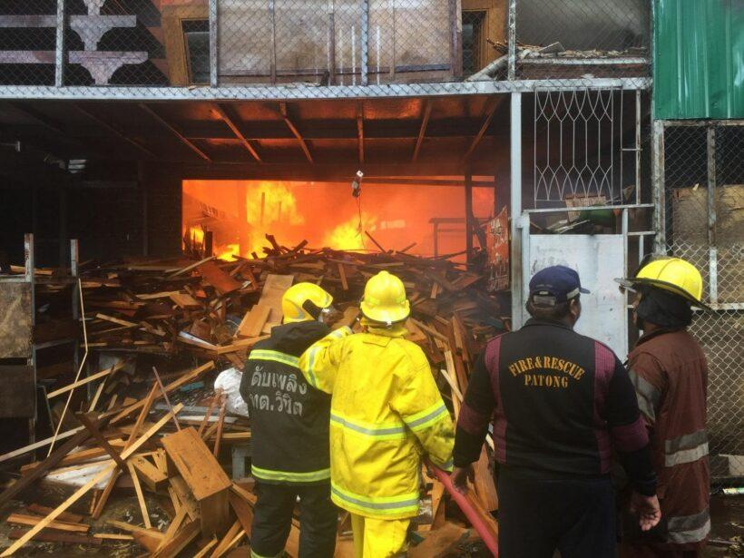 ไฟไหม้โรงงานเฟอร์นิเจอร์ มูลค่าความเสียหายประมาณ 20 ล้าน | The Thaiger