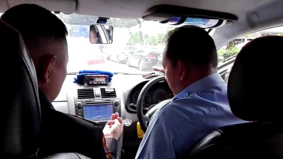 BKK Taxi driver fined 2,000 baht for watching porn whilst driving   News by Thaiger