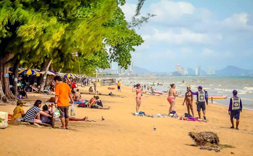 Smoking ban enforced on Pattaya beaches | The Thaiger