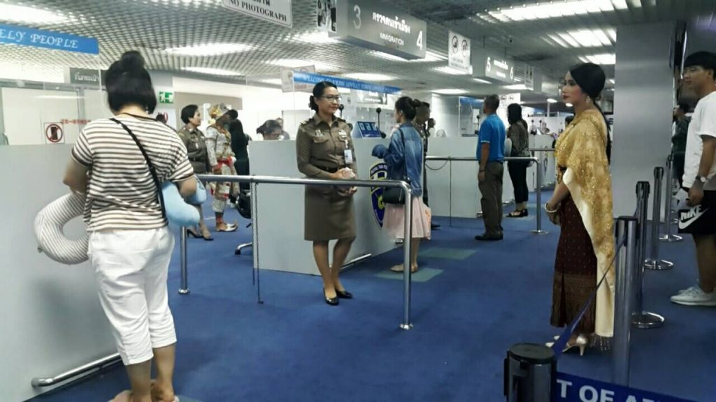 Special welcomes for Chinese tourists at Krabi Airport   News by The Thaiger
