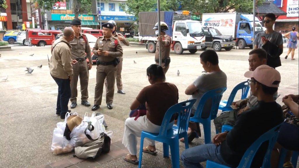 Illegal bird feed vendors arrested at Tha Pae Gate, Chiang Mai. | News by The Thaiger