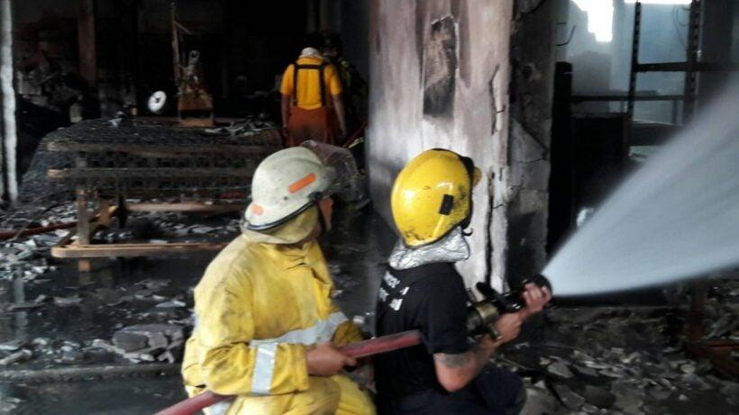 ไฟไหม้โรงงานผลิตที่นอนวอด พื้นที่รัษฎา เสียหาย10 ล้าน คาดไฟฟ้าลัดวงจร | The Thaiger